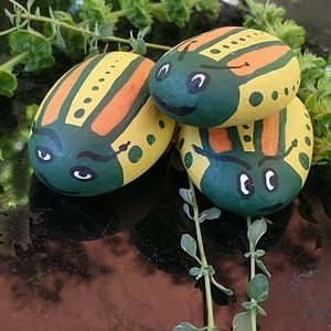 NWOT Garden Bugs painted stone bug family